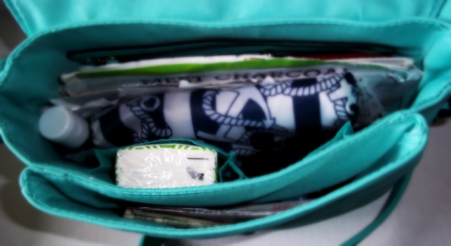 Kleenex in the Purse on southeastbymidwest.com #kleenexstyle #sponsored