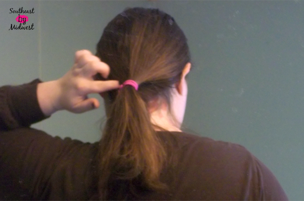 Hair in Ponytail for Low and Loose Ponytail on southeastbymidwest.com #HeartMyHair #CollectiveBias #ad #cbias