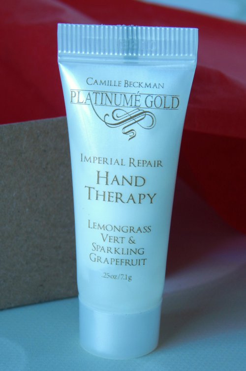 One item that I received in my November Birchbox was the Camille Beckman Platinume Hand Therapy in Lemongrass Vert and Sparkling Grapefruit