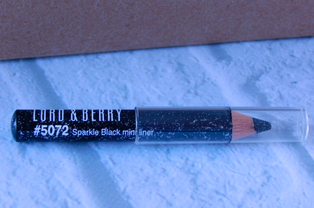 One item that I received in my October Birchbox is the Lord & Berry Paillettes Eyeliner in Black.