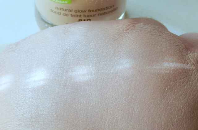 CoverGirl Stay Luminous Foundation Swatch