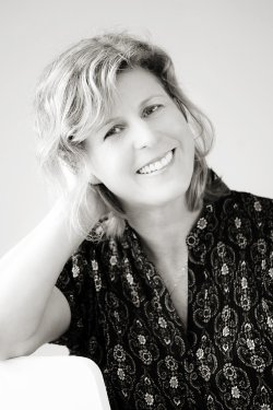 The Husband's Secret by Liane Moriarty Author Photo