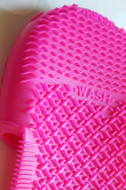 Sigma Express Cleaning Glove Rinse and Wash Section #sigmabeauty #beauty #makeup #cosmetics #cosmetology #kitworthy