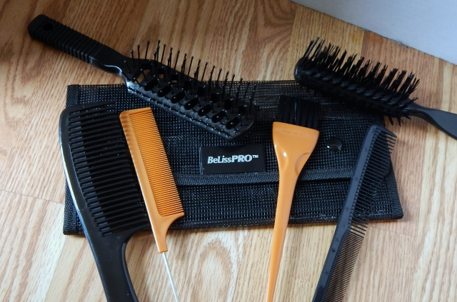 What's In My Cosmetology Kit Brushes and Combs #cosmetology #cosmetologyschool #beauty #haircare