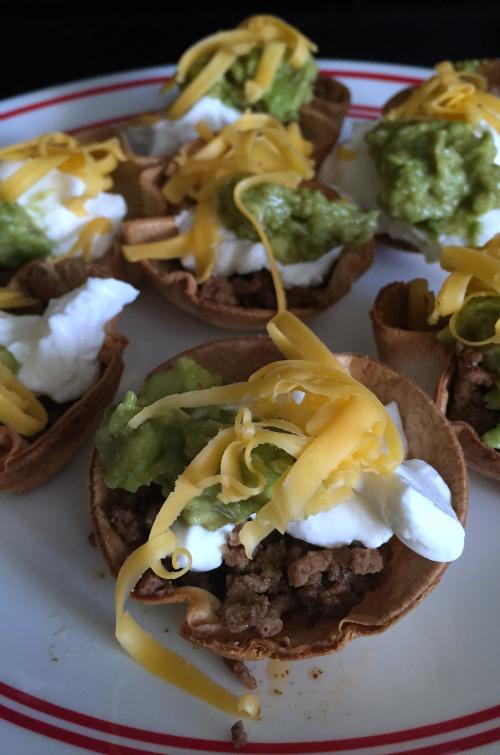 Mini Taco Salads Close Up #food #tacos #tacosalad #OEPGameDay #sp