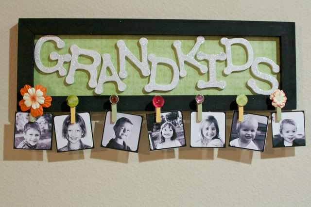 DIY Grandkids Picture Sign from Emmy Mom #bestoftheblogosphere #linkparty #holiday