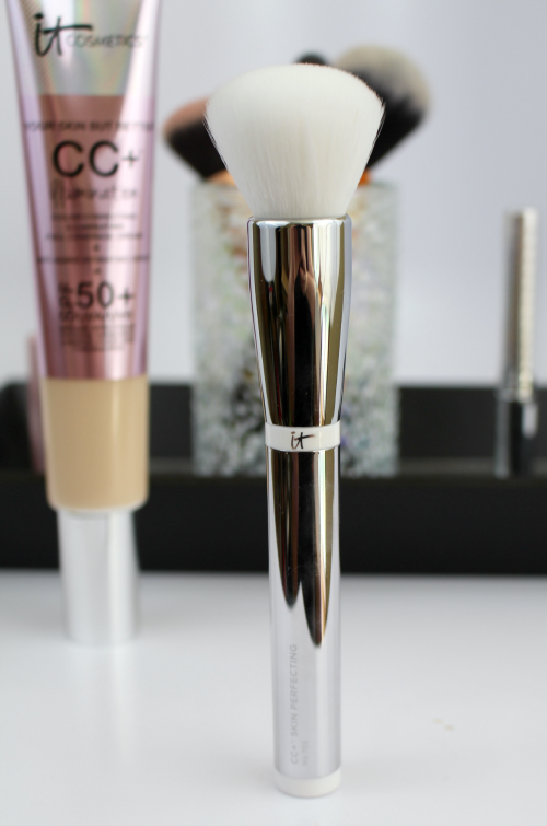 It Cosmetics CC+ Illumination Cream and Brush Brush Standing || Southeast by Midwest #beauty #bblogger #itcosmetics