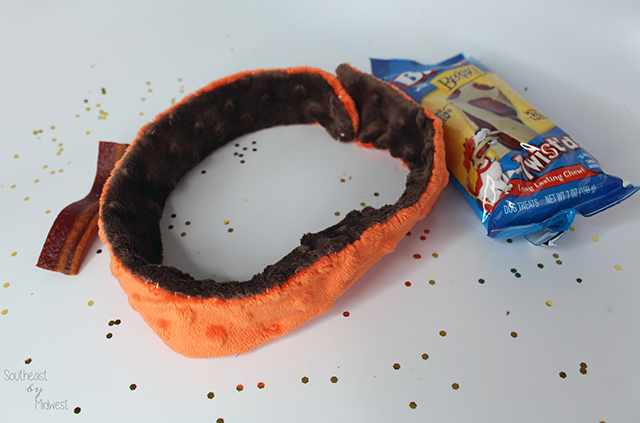 DIY Holiday Pet Collar and Purina Treats Finished || Southeast by Midwest #ToPetsWithLove #cbias #ad