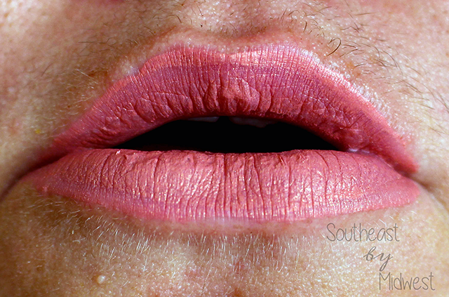 Jeffree Star Holiday Lip Bundle Chrysanthemum Lip Swatch    Southeast by Midwest #beauty #bbloggers #jeffreestar