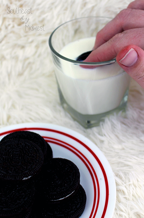 Oreo Dunking Styles Style 1 || Southeast by Midwest #oreo #OreoDunkSweepstakes #food