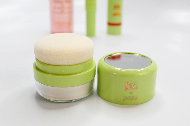 Pixi Summer Makeup Essentials Quick Fix Powder || Southeast by Midwest #beauty #bbloggers #beautyguru #pixibeauty