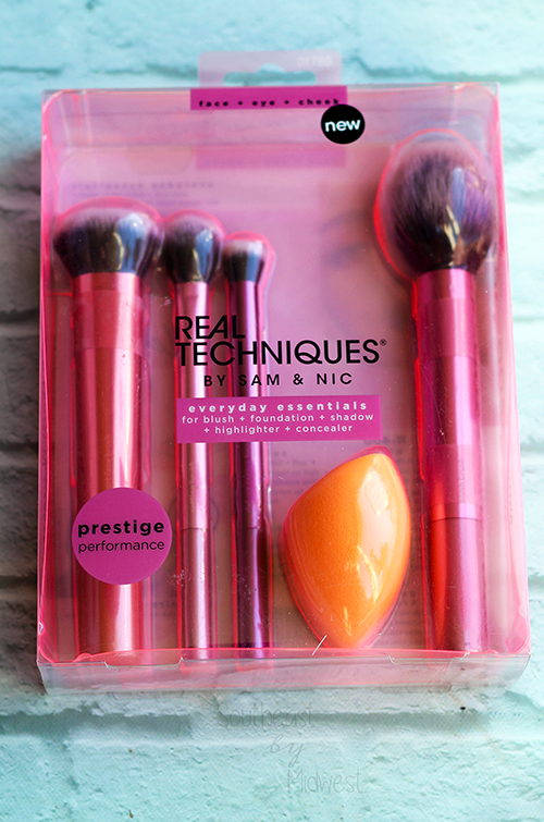 Real Techniques Everyday Essentials Brush Set About Real Techniques || Southeast by Midwest #realtechniques #RTtoolUp #beauty #bbloggers #beautyblogger