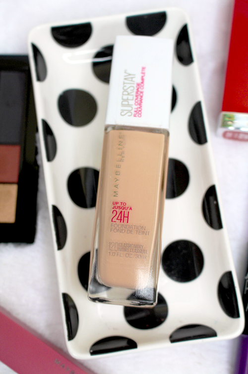 Maybelline SuperStay Foundation Review and Swatches Closeup || Southeast by Midwest #beauty #bbloggers #maybelline #superstayfoundation