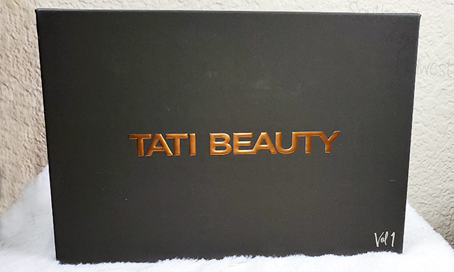 Tati Vol 1 Eyeshadow Palette About || Southeast by Midwest #beauty #bbloggers #tatibeauty #swatches
